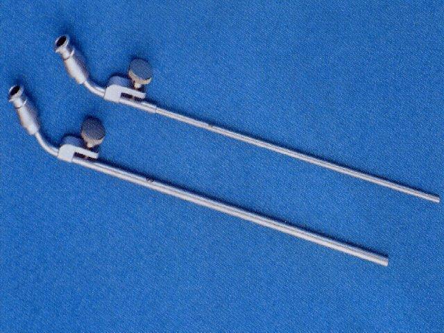 Laryngoskop mit eingehängter Düse (a)